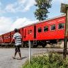 150302-1312-47R - die Bahnschranke wird noch von Hand betrieben